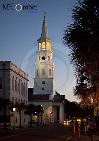 Charleston's St-Michael church at night